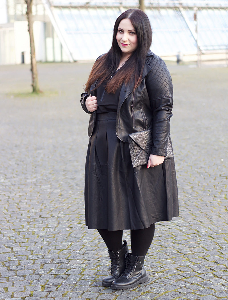 ALL BLACK LEATHER OUTFIT
