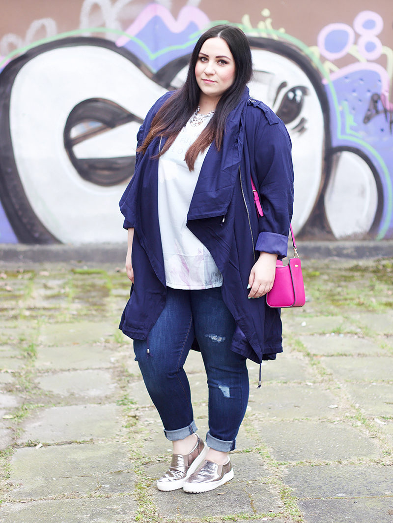 blauer trench coat